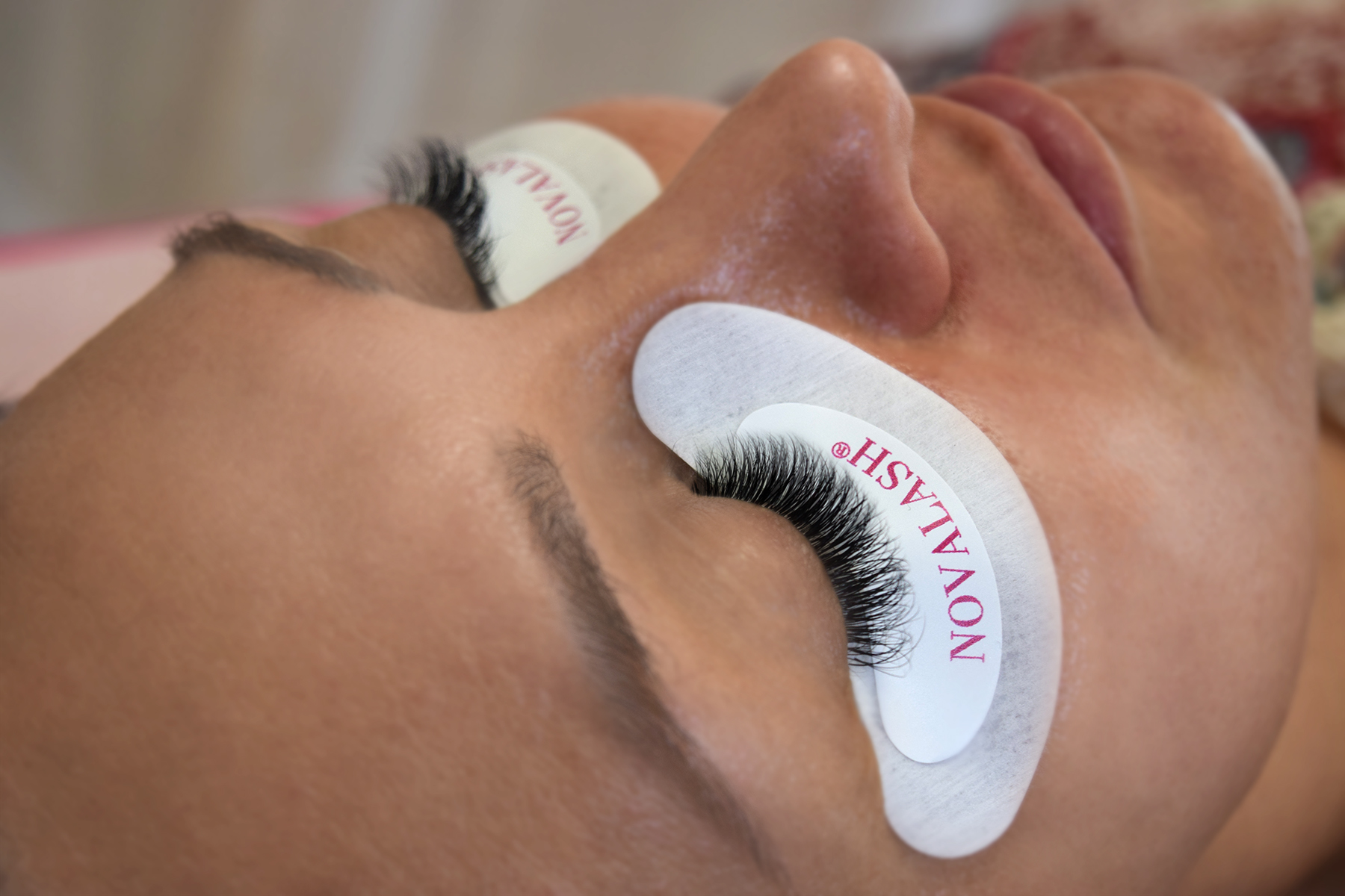 Like Flutter: Eyelash Extensions Go Softer and More Natural for Spring