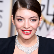 2015 Golden Globes How-To: Lorde's Low, Sleek Pony