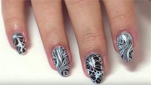 Caption Nail Art Screens by Young Nails