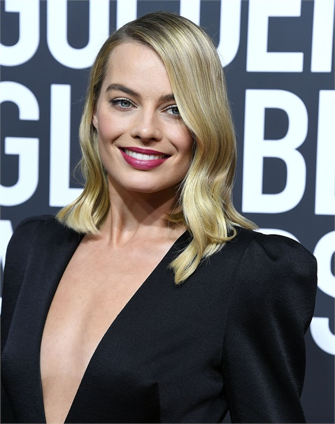 Redken Celebrity Colorist Tracey Cunningham is the leading lady for Margot Robbie's dimensional blonde, shown here at the Golden Globes.