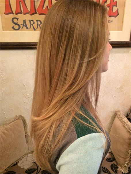 Highlights higher in the front to give a more natural, sun-kissed effect.