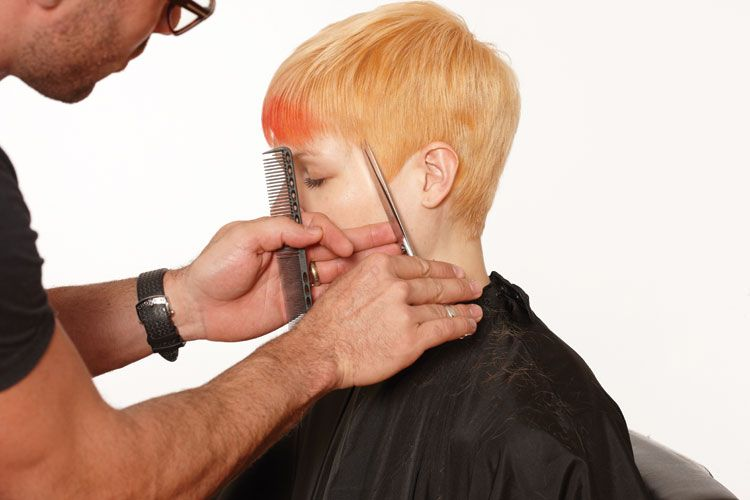 8. Go to the face frame and cut to defi ne the line from the temple to the fringe.