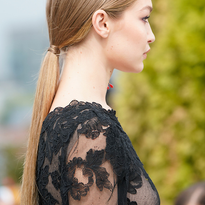 NYFW: Low Ponytail and Natural Texture Looks by Kevin Hughes for Oscar de la Renta and Moroccanoil