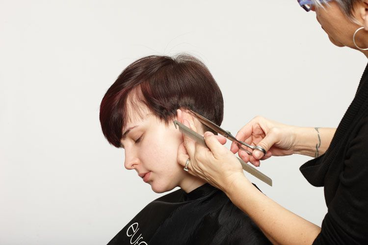 2. Cut around the ear, cutting from the back to the front.