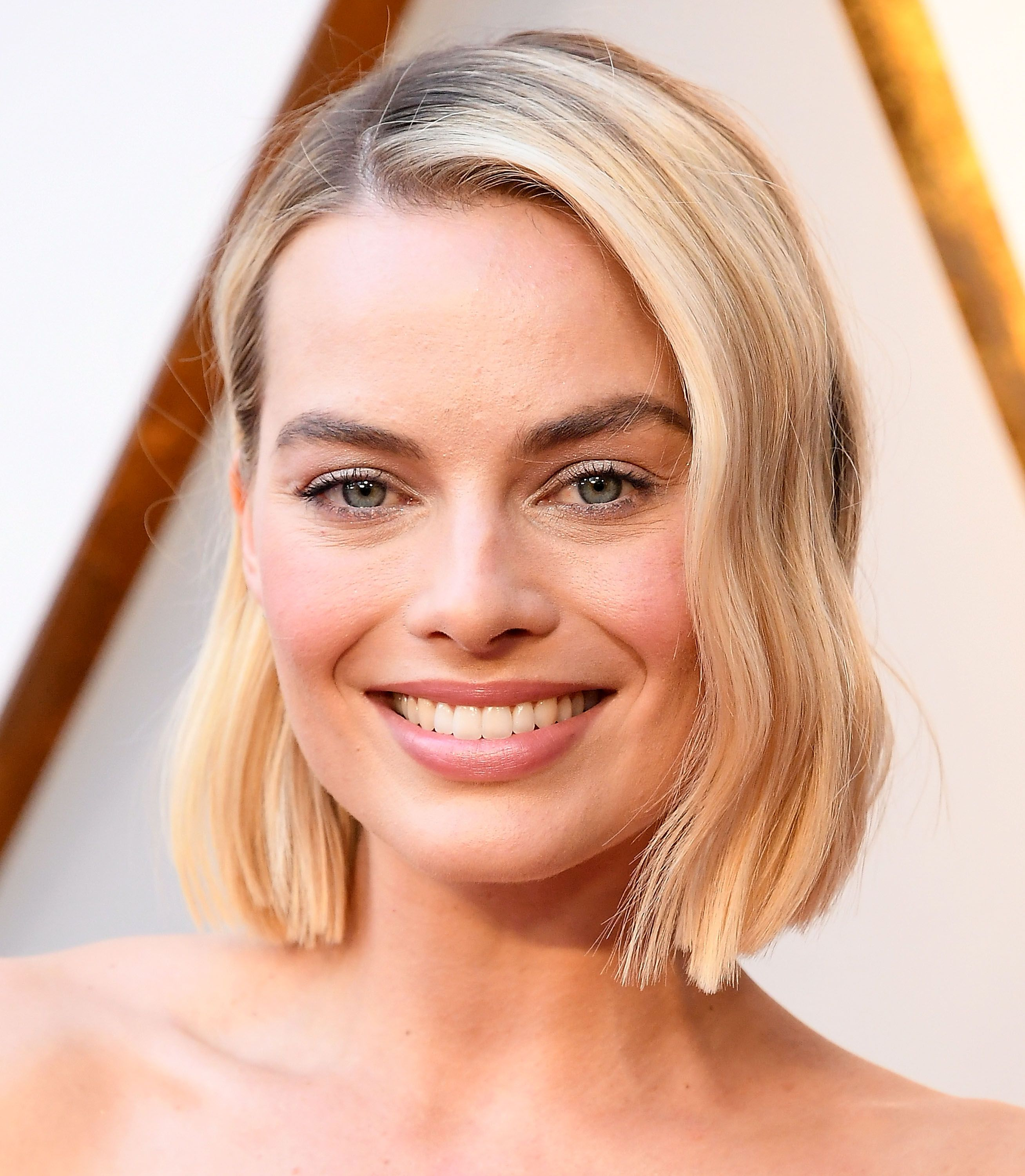 HOW-TO: Margot Robbie's Oscar Hairstyle by Moroccanoil Celebrity Hairstylist Bryce Scarlett