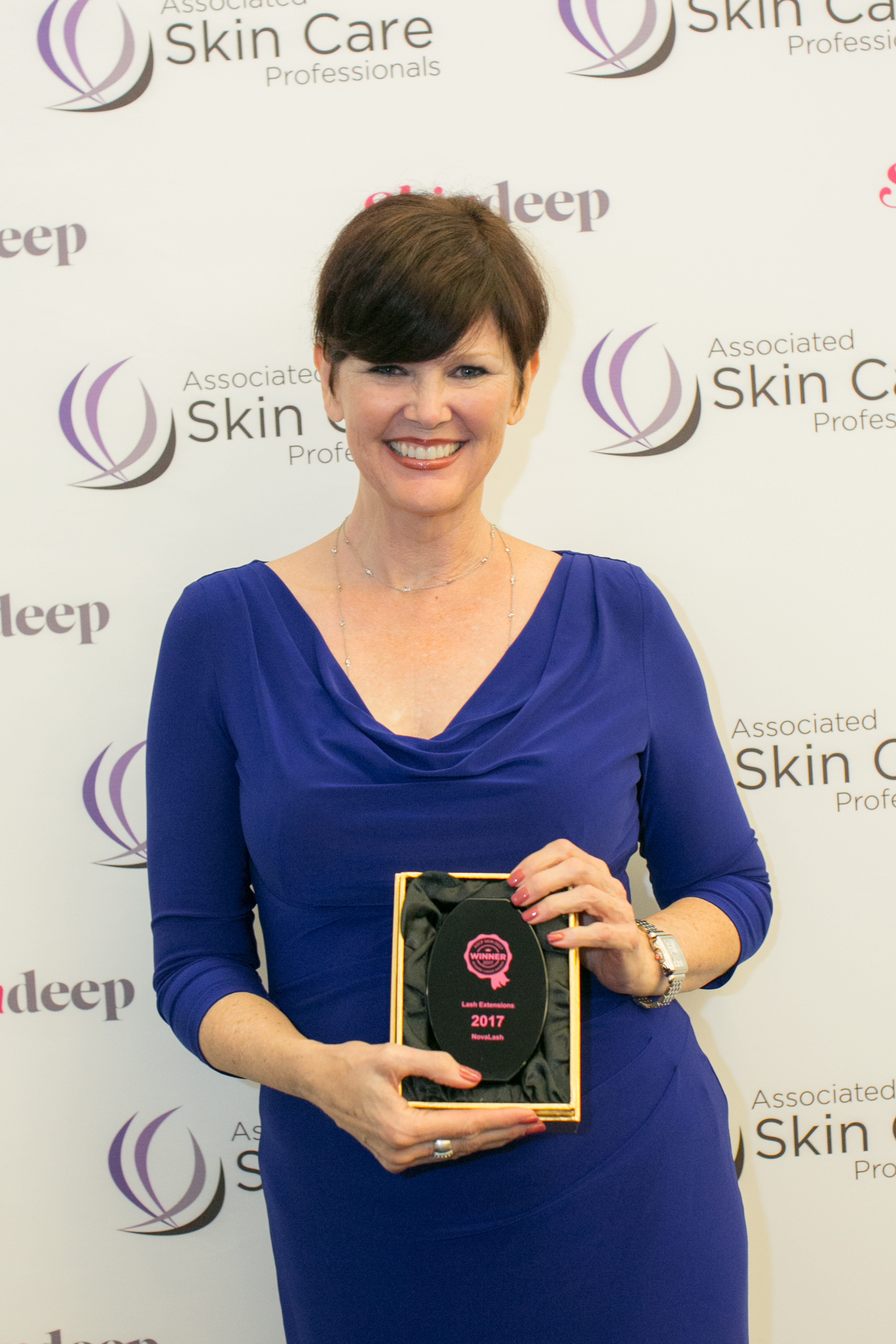 Melanie Kopeikin, president of Lash and Brow Academy, Encino, Calif. and Novalash Californian Distributor, accepts ASCP award. Photo courtesy of NovaLash