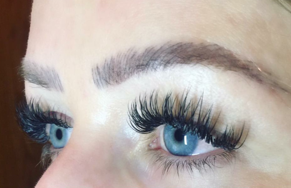 Lash application by <strong>Lindsey Rae Joslyn Rohner</strong>