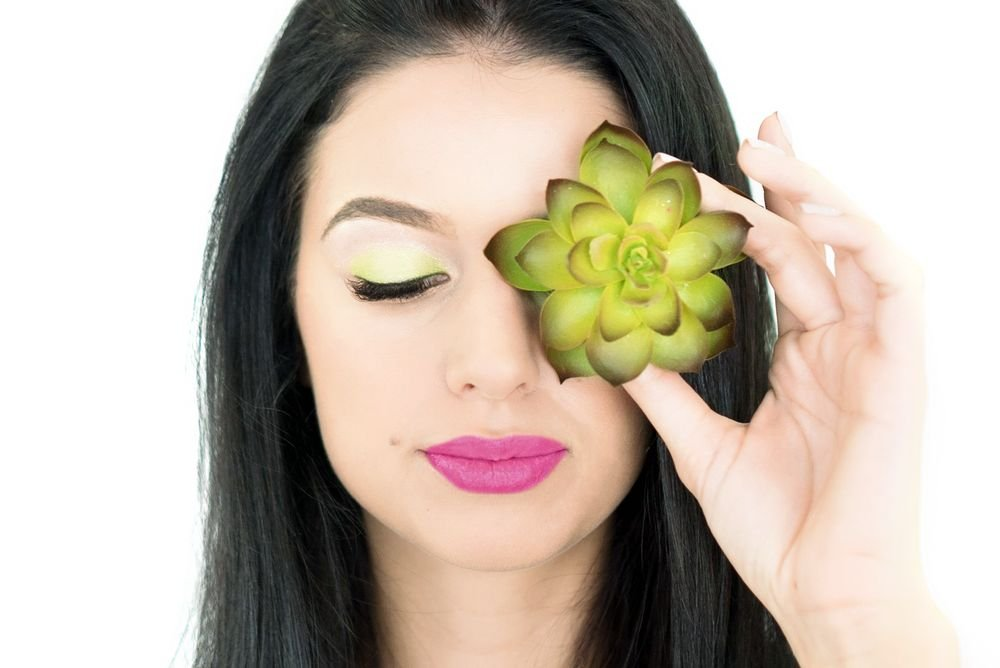 To re-create this look use NovaLash's 24hour Cream Shadows.