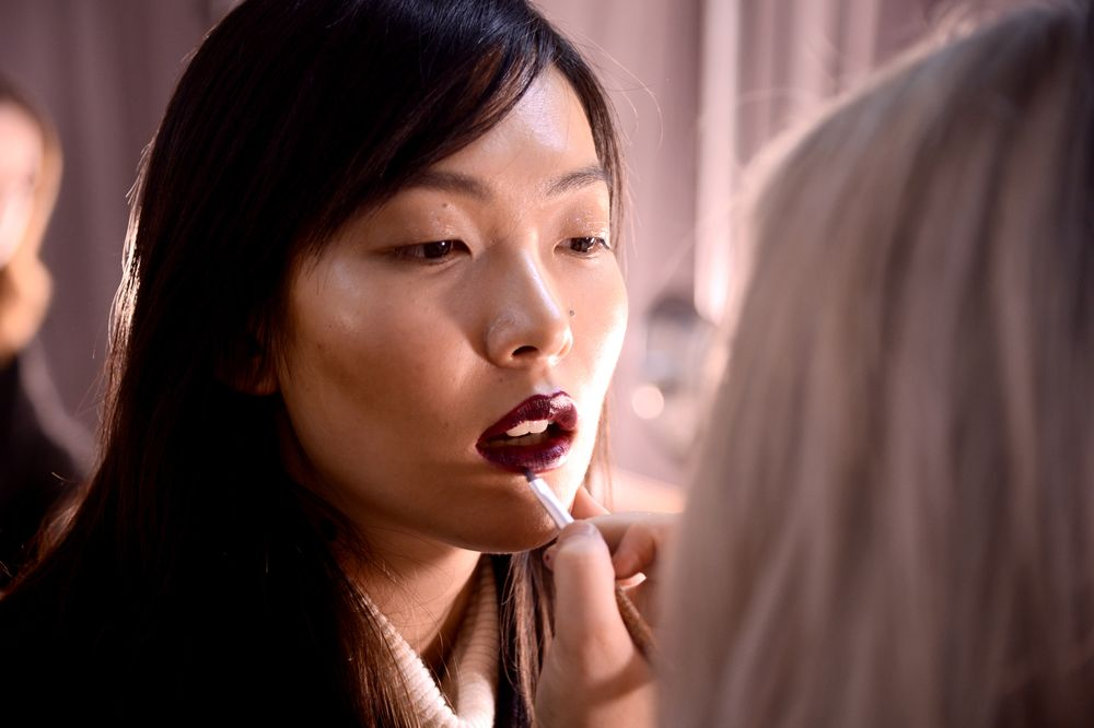 "<p>Anveglosa.<br />Hair and makeup: <a href=""https://www.aveda.com/"">AVEDA.</a></p> <p>About The Look: Burgundy Lip soft contour and autumnal lid</p>"