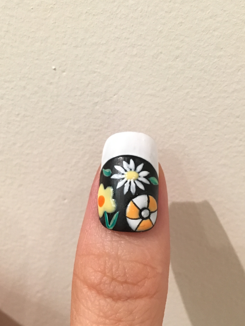 Add leaves using green polish. Outline the beach ball with black polish.