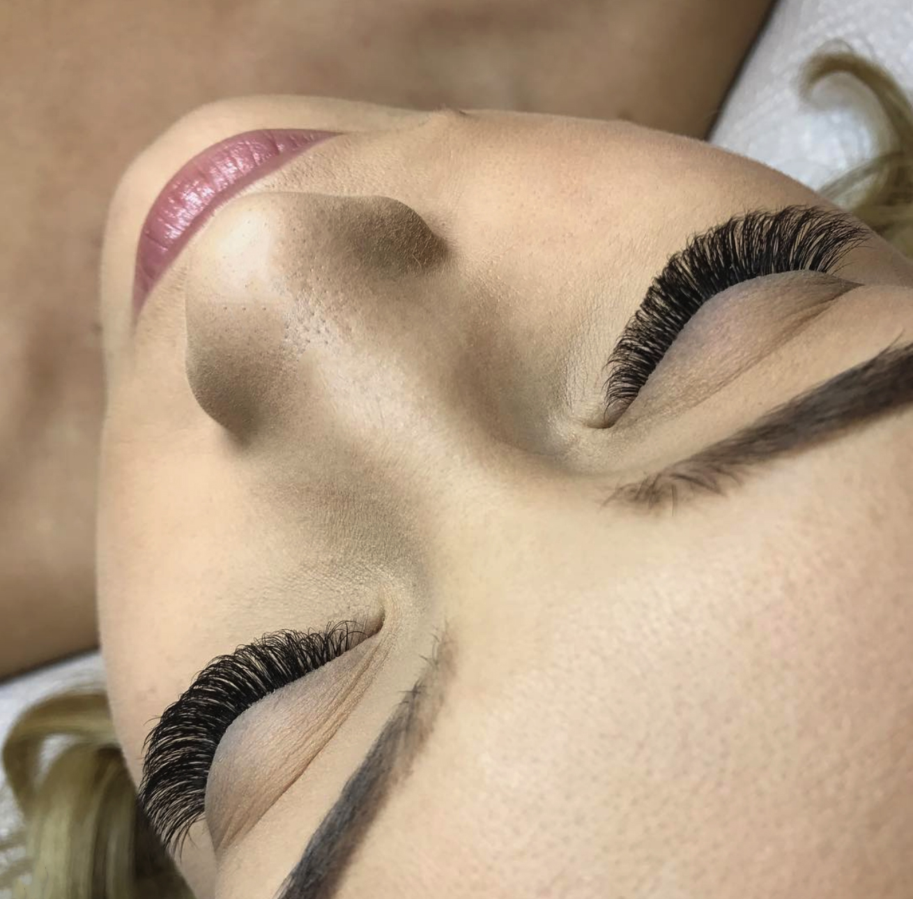 2 Ways to Save Time & Be More Efficient When Applying Lashes