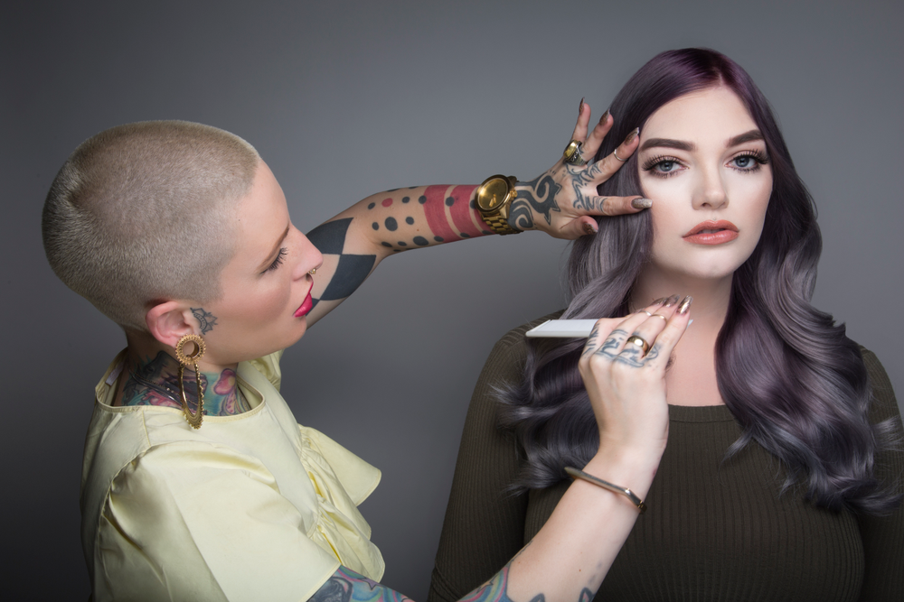 @presleypoe applies the finishing touches to her mauve colormelt using Pravana ColorLush products.
