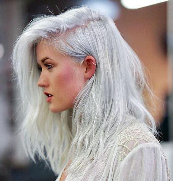 This platinum blonde ❄️❄️by @jordancarrolldavid makes us shiver it's so good.