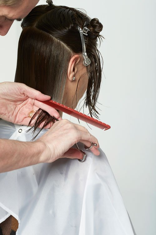 3. Blend up to the round of the head without elevation, cutting to the guide.