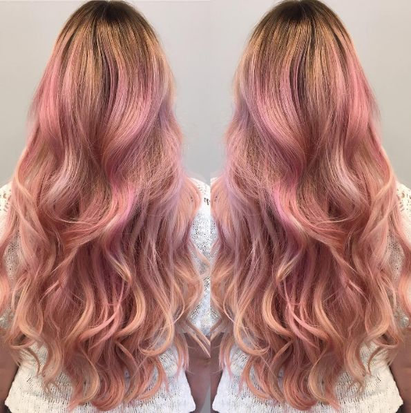 The long, loose waves and spot-on Rose Quartz color by @ina_eco.cult makes this look Pantone perfect.