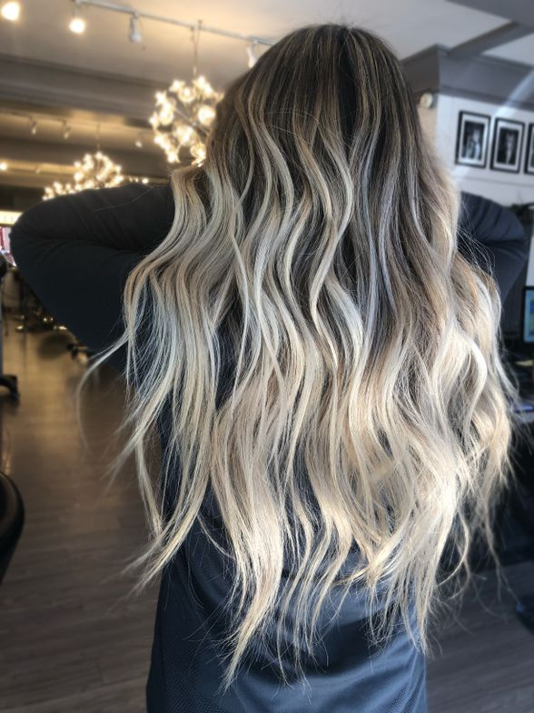 <strong>Babylights + Balayage (back)<br /></strong>