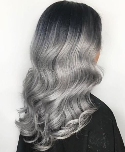 A whole lotta yes for all the S waves. @anja.milo used @kenraprofessional @guy_tang silver metallics in 10sm with a pinch of 5vr and blue booster to create this look.