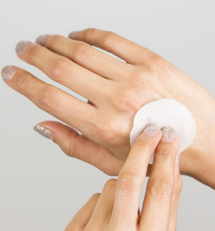 STEP 6: cleanLASH pads are saturated in pomegranate seed oil. An extra pad is great to moisturize your hands and elbows.