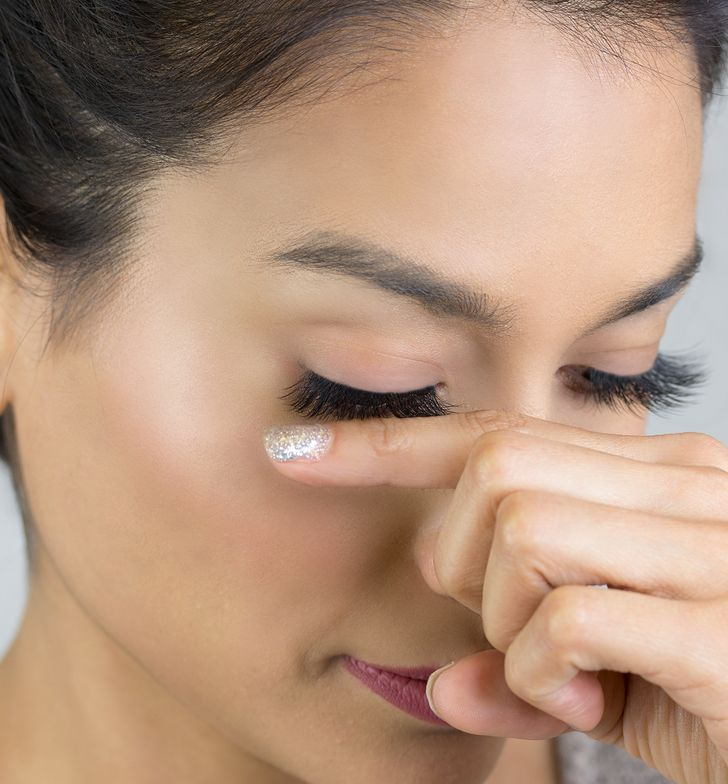 STEP 7: Support the bottom of your lashes with your index finger.