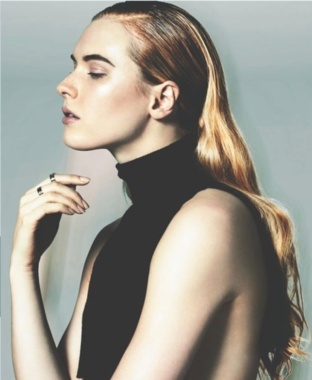 <p>Sleek back look using Oribe Gel Sérum by Mandee Tauber. </p>