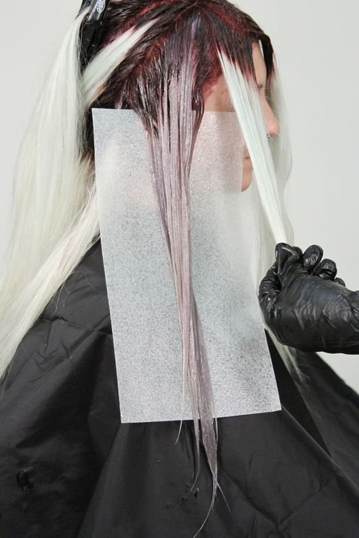 <strong>Step 2B:</strong> Blend ColorLush Silver Formula in from root color through to the ends. Follow the entire perimeter of the head.