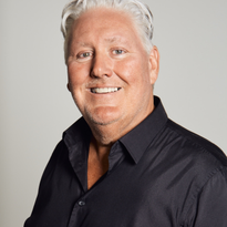 Steven Henley is the newly appointed Director of Education for Pravana.