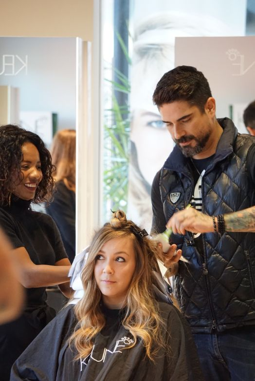 Tiago Aprigio works his balayage magic on MODERN's editor in chief Alison Alhamed.