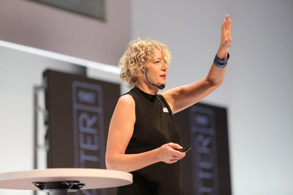 <p>Caruh Salon Spa&#39;s Cyndi DeSoto cautions attendees to &quot;Live like you matter!&quot;</p>