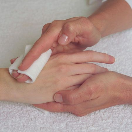 5. Remove with a warm towel or pads moistened with warm water to remove all peeling residue. Proceed with treatment.