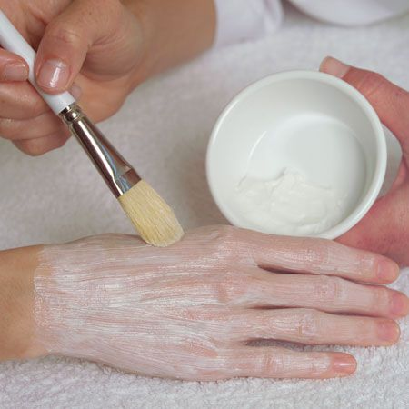 7. Apply a thin, even layer of Youth-Renew Caviar Hand & Foot Mask on both hands and/or feet; leave on for 10 minutes.