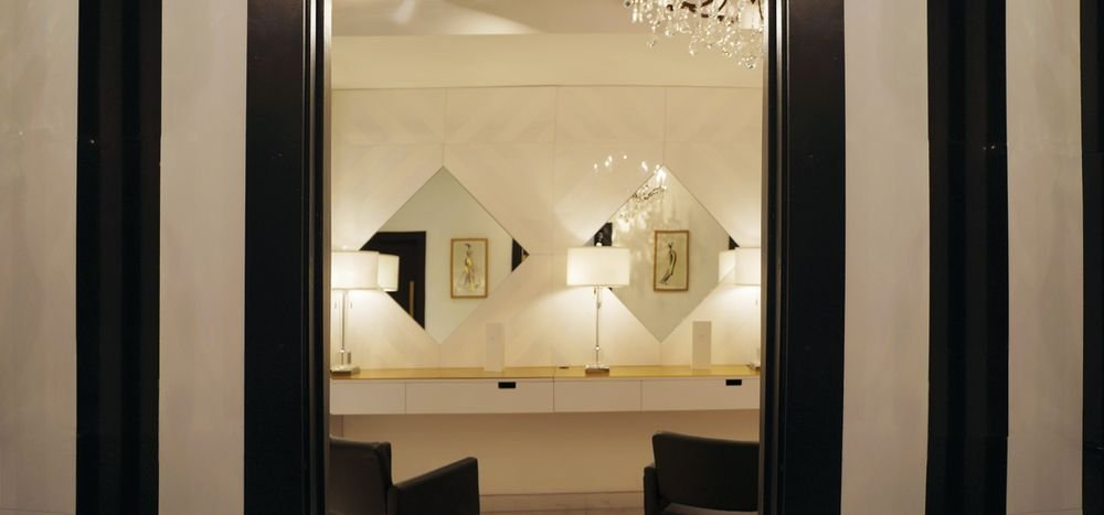 For efficiency and technicality of color application, color corrective lighting is used throught the salon.