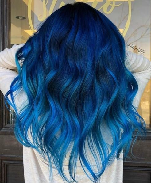We can't get enough of the way this blue is emphasized by the loose waves.