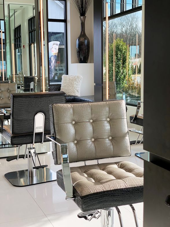 <p>In the salon&#39;s design, attention is paid to every detail, right down to the jeweled-recessed buttons on the crocodile embossed leather chairs.</p>