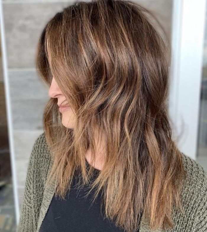 This golden balayage look by @hairbyangelabanks is so good we may or may not have screenshot it three times.