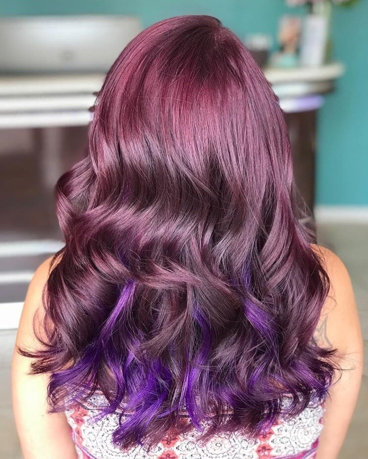 Alfaparf Milano 5.22 with 2 pumps of red pigments for the merlot color, some foils in the back and Purple Revolution for the peekabo effect helped @Charlie_colours complete this look.