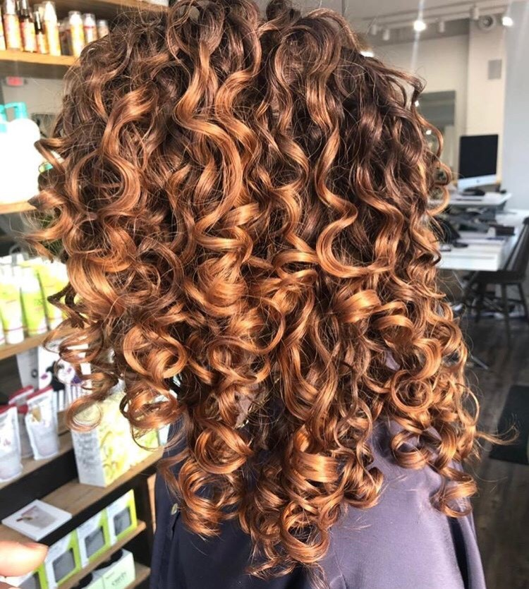 Copper curls for days by Chelsea @curlhairandwellness.