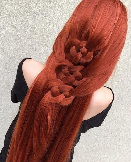 These gorgeous pretzel knots by @antestradahair leave us in awe.