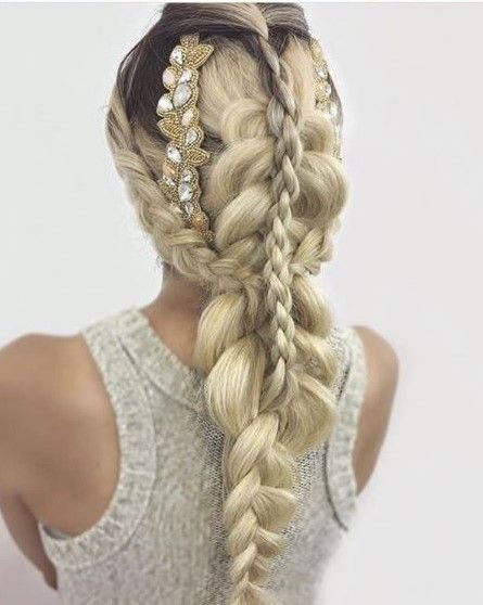 This beautiful creation from @antestradahair has so many braids that we absolutely have to love it!