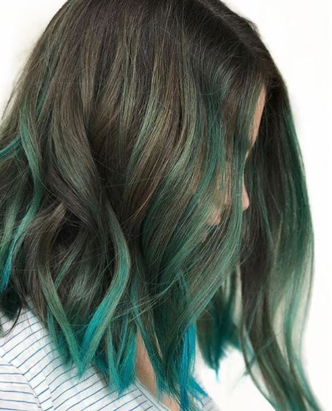 The teal green ends give this look some edge.