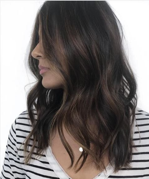 We appauld this darker brunette look that pairs well with the framing highlights.