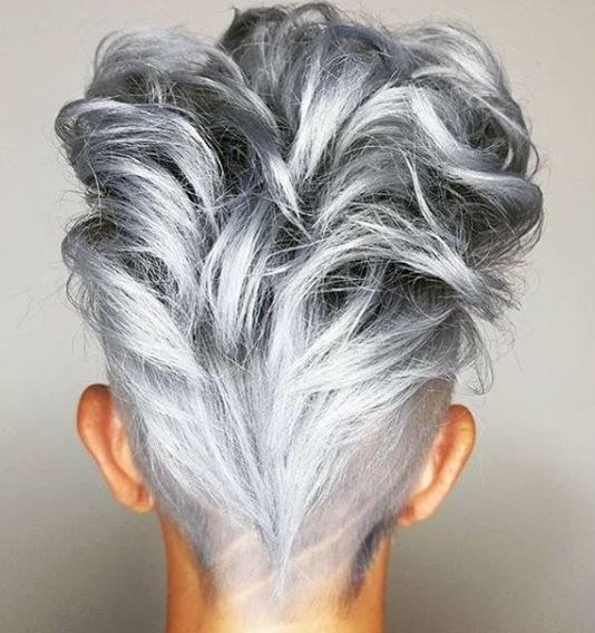 Volume, curls <em>and</em> perfect silver coloring? We're swooning over this look from @belousm.