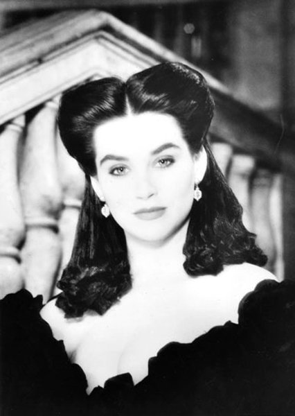 Carol Dlugos as Scarlett O'Hara, her short hair has long ringlets attached, by Kim Lepine, La Coupe.  Photo: Geoffrey Hargrave Thomas. Produced by #HelenOppenheim