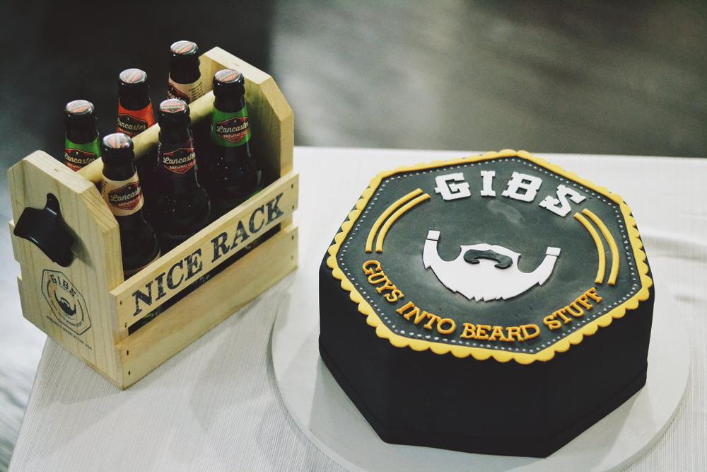 "<br /><br />Groom's Cake, <a href=""http://www.bellamanse.com"">www.bellamanse.com</a>"