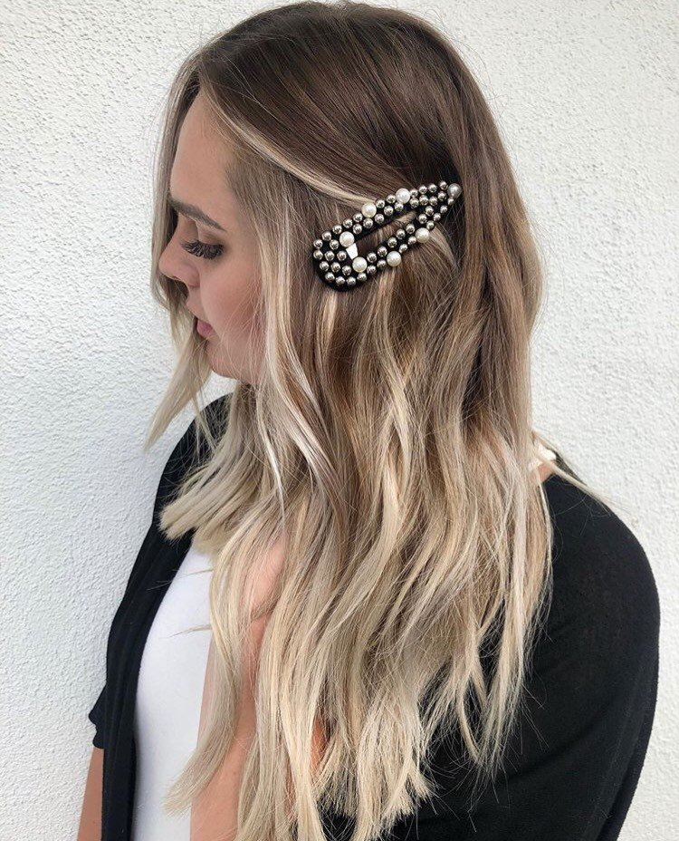 Not all clips have to be bright. We love the contrast this black clip gives this client's light hair. Look by @kimiruth_hair.