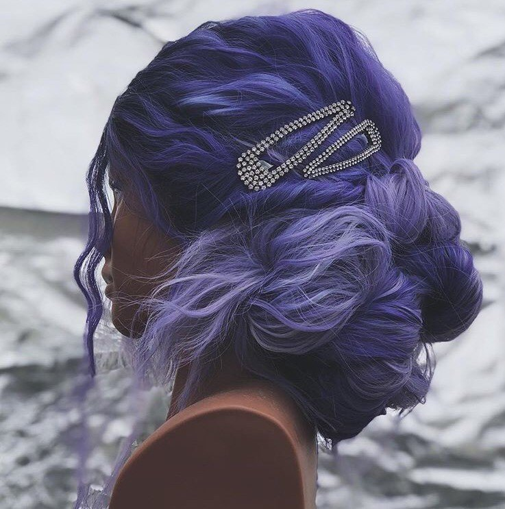@buffithehairslayer tied this updo together by using two bedazzled clips. They really take the updo to the next level!