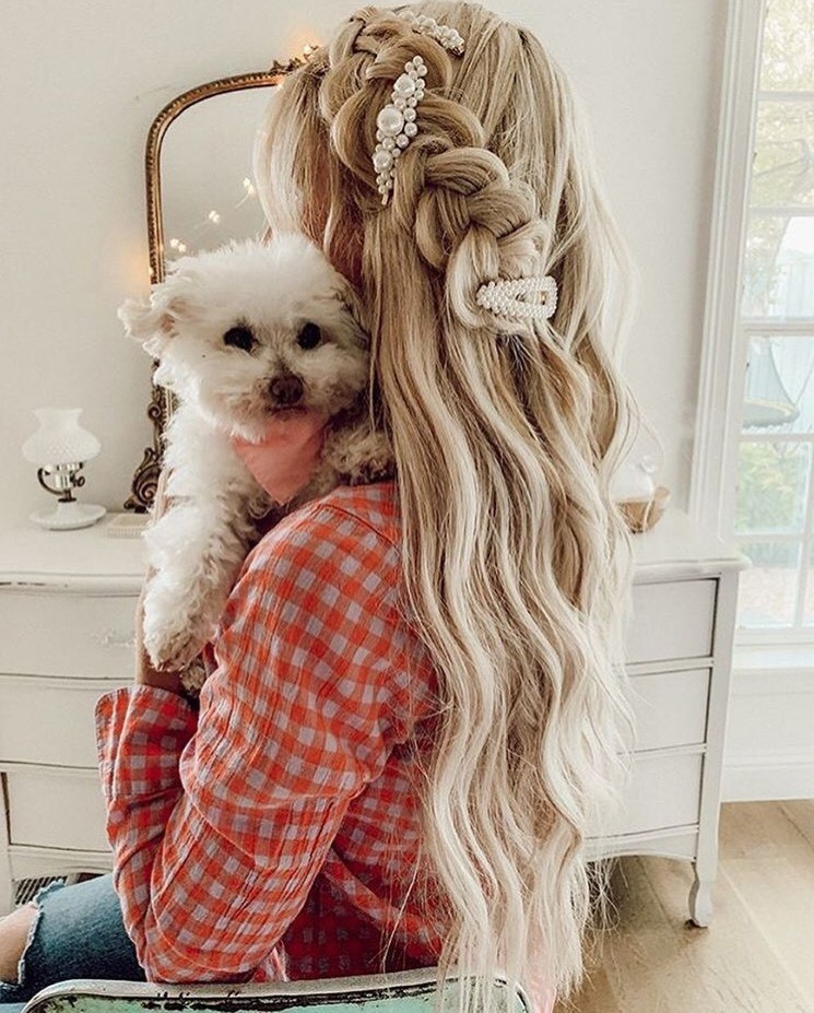 We are in (puppy) love with this look by @beautybylaurengoforth!