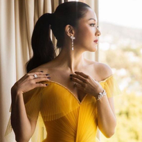 Actress Constance Wu took our breath away in this stunningly sleek pony by stylist Derek Yuen...