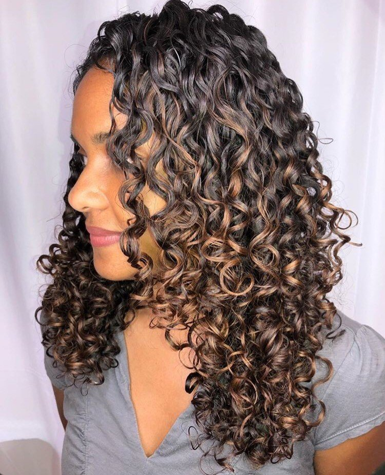 <p>Taylor called this style, &quot;Healhy, juicy curls!&quot; and we couldn&#39;t agree more.</p>