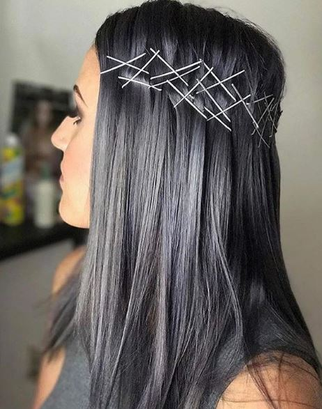 We love the edge @cut.color.coffee gave to this silver stunner!