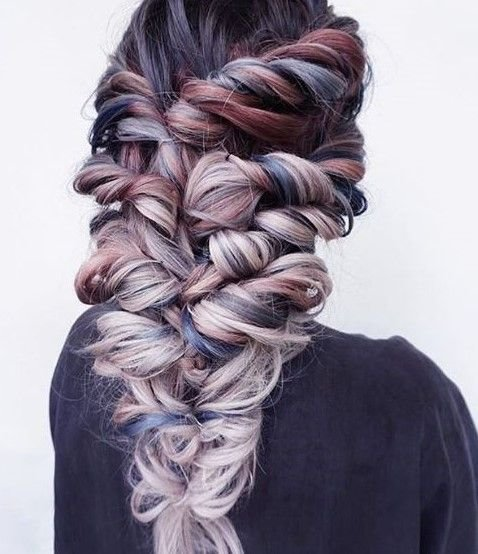 We're head over heels for this color combination and chunky braid from @evalam and @jade_ly.